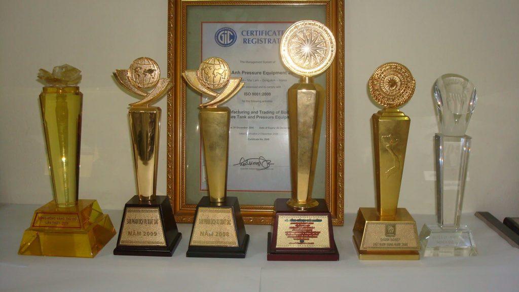 Cúp giải thưởng của công ty Đông Anh